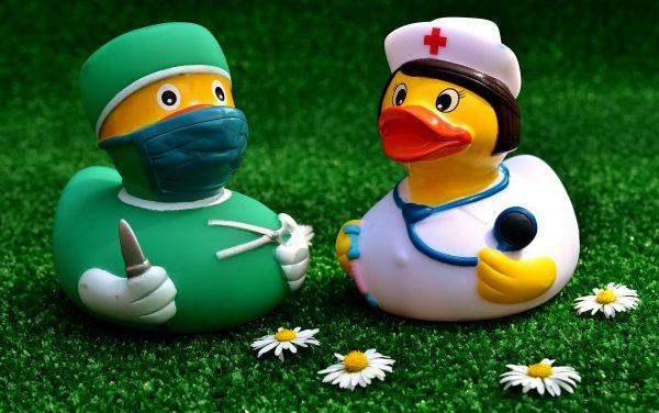 surgeon-2821375_1920
