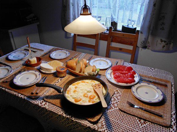 scrambled-eggs-1731023_1920